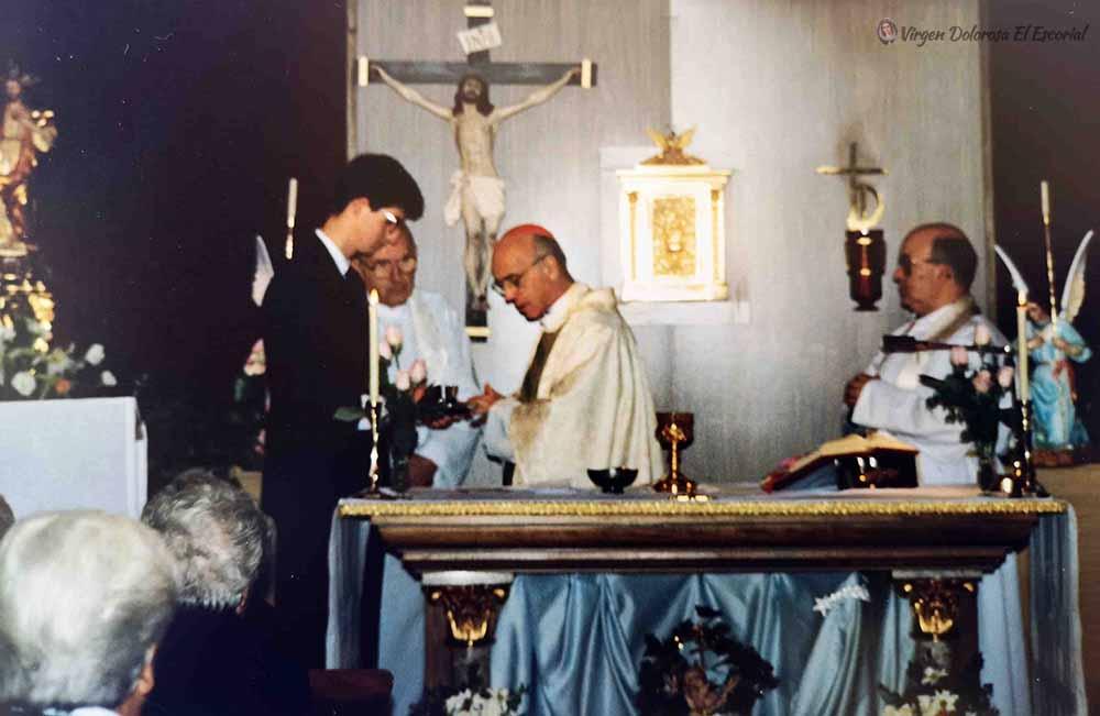 Capilla Asociación Pública de Reparadores luz amparo cuevas victimas de las apariciones iglesia cardenal ángel suquía obispo